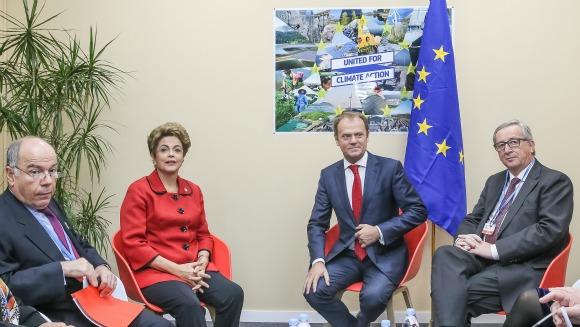 Paris - França, 30/11/2015. Presidenta Dilma Rousseff participa de reunião com Senhor Jean-Claude Junker, Presidente da Comissão Europeia e com o Senhor Donald Tusk, Presidente do Conselho Europeu durante 21º Conferência das Partes da Convenção-Quadro das Nações Unidas sobre a Mudança do Clima – COP21. Foto: Roberto Stuckert Filho/PR