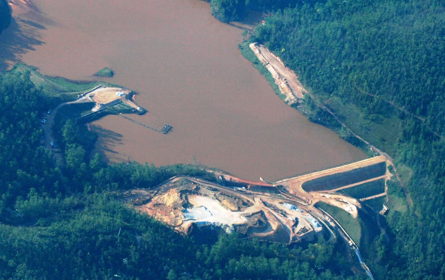 Resultado de imagem para barragem mineradora