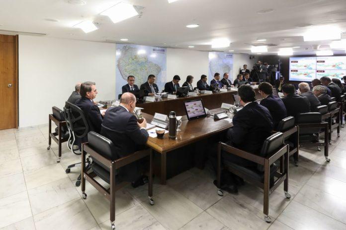 O presidente Jair Bolsonaro se reúne com os nove governadores dos estados que compõem a Amazônia Legal