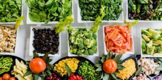 vegetais expostos em recipientes
