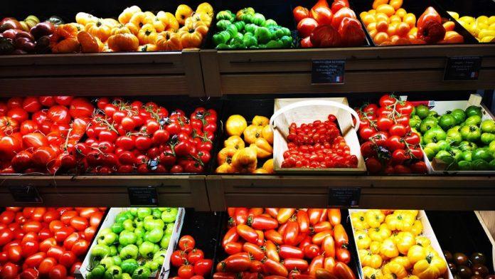 frutas e legumes orgânicos no mercado